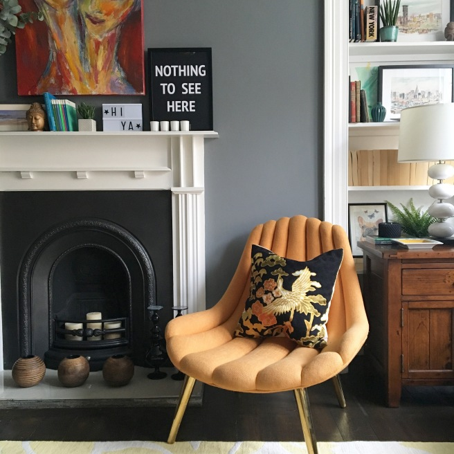 Liznylon lounge 'Nothing to See Here'