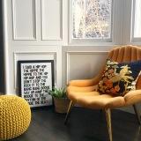 Liznylon_orangechair