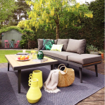Seasons_in_colour_adds_pops_of_yellow_to_outdoor_livingroom