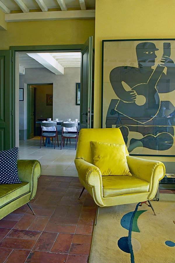Tuscan_Vintage_Guest_House_with_yellow_decor_in_Maire_Claire_Maison