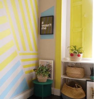 Liznylon_paints_window_frame_yellow
