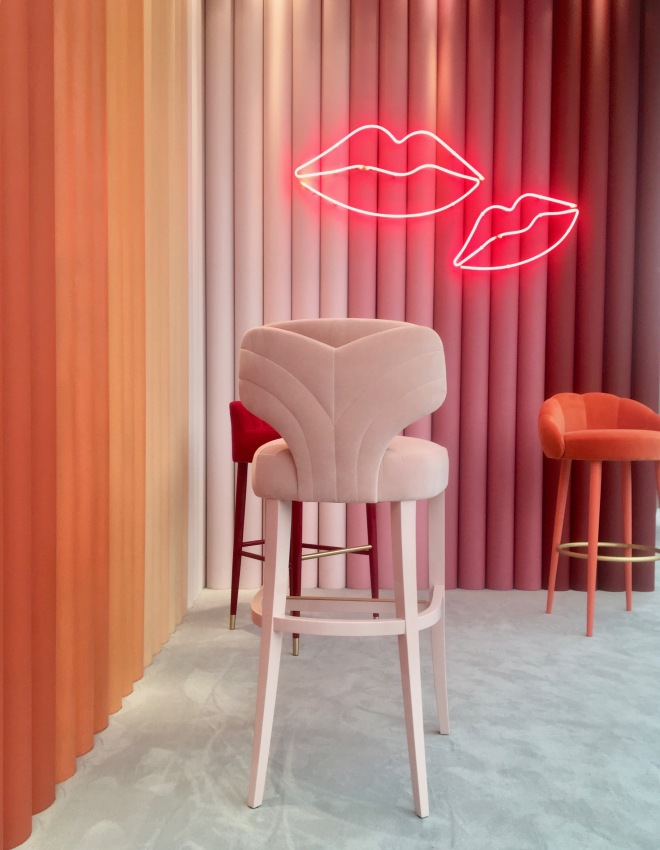 Liznylon_at_Decorex_Munna_velvet_stools_and_neon_lips