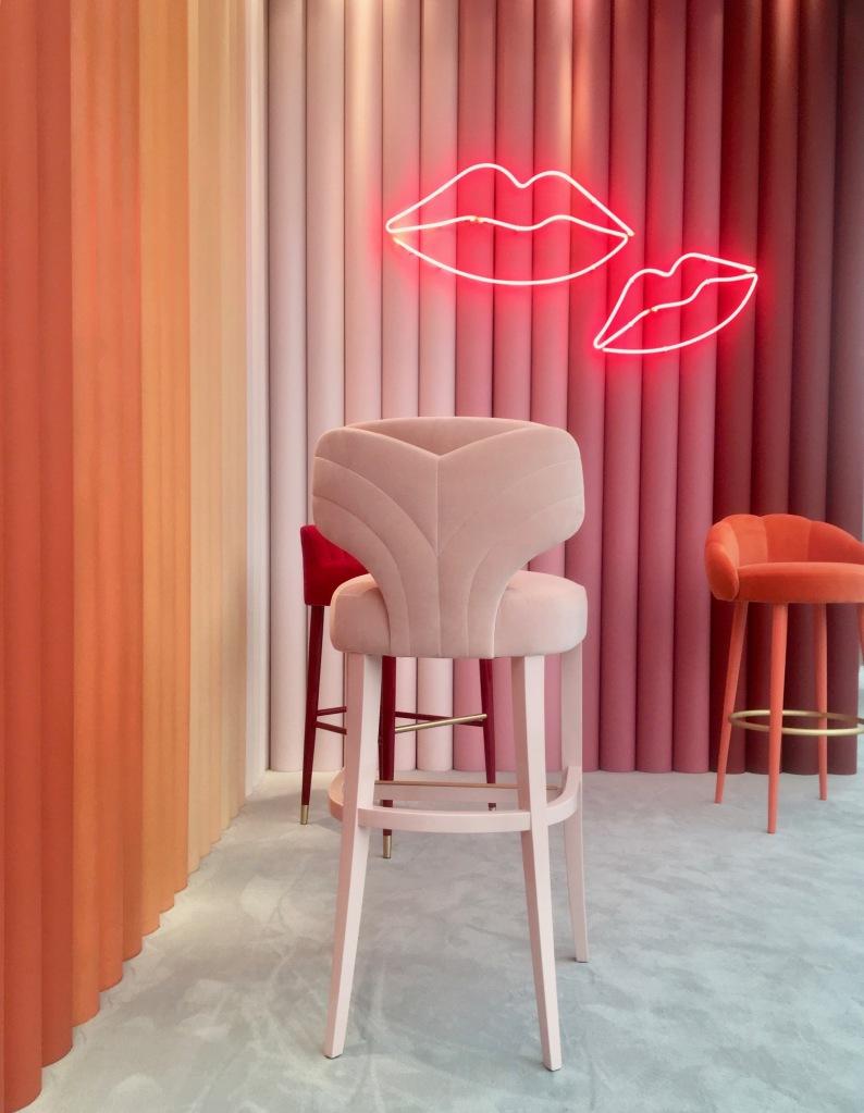 Liznylon_at_Decorex_Munna_velvet_stools_and_neon_lips