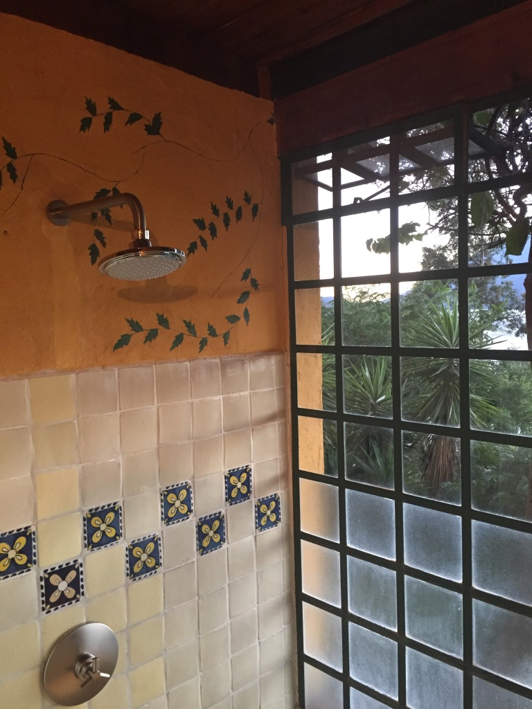 Casa_Palopo_In_Guatemala_Shower