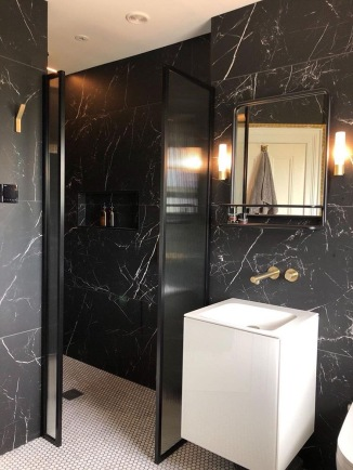 Drench_Showers_Bathroom_with_Ribbed_Glass_shower_screen