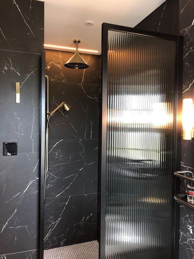 Drench_Showers_Ribbed_Glass_Black_Frame_Shower