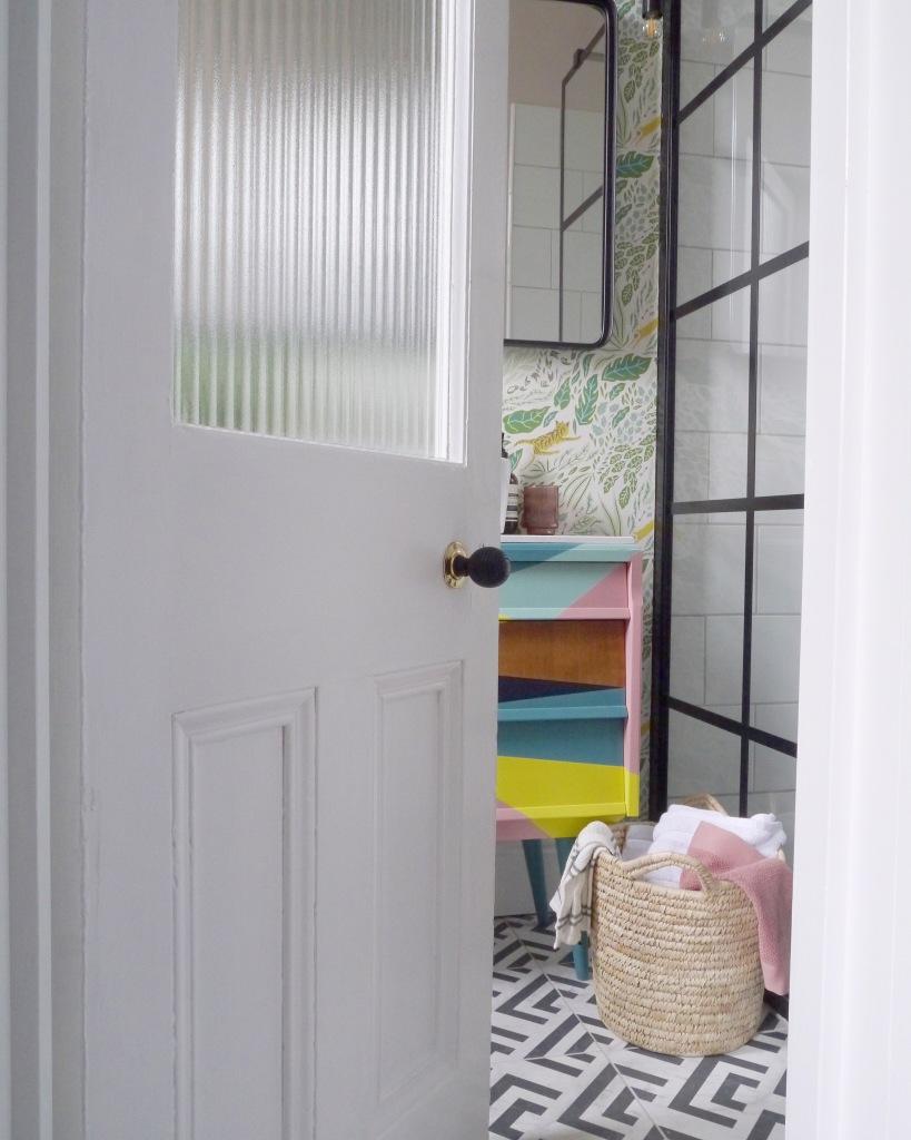 Liznylon_AFTER_bathroom_black_frame_shower_screen