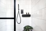 Liznylon_bathroom_black_shower_details_industrial_vibes_black_bath_shelf
