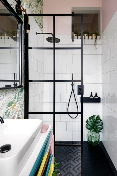 Liznylon_bathroom_luxe_shower_black_frame_shower_screen_white_tiles