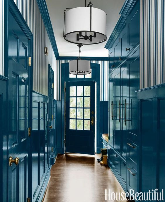 House_Beautiful_hallway_in_turquoise_high_gloss