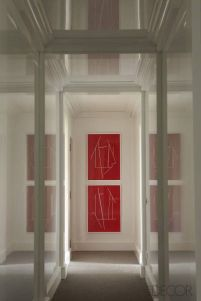 Lacquered_hallway_in_Elle_Decor_Madrid_Apartment_by_Luis_Bustamante