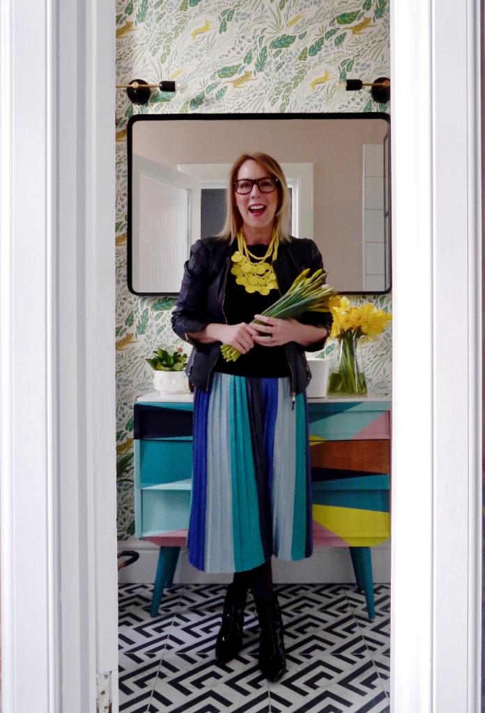 Liz_Engelsen_in_winning_bathroom