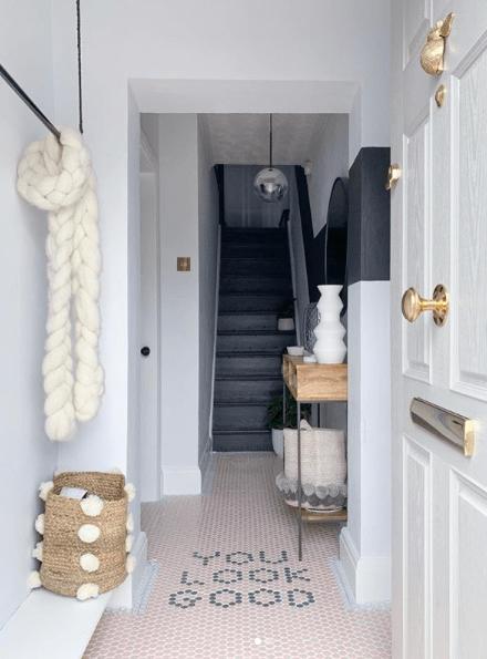 Lust_living_bright_stylish_hallway_monochrome_and_blush