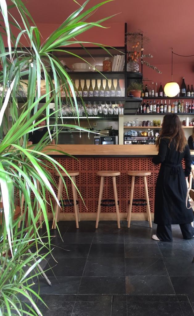 Liznylon_soaks_up_the_cafe_culture_in_Paris