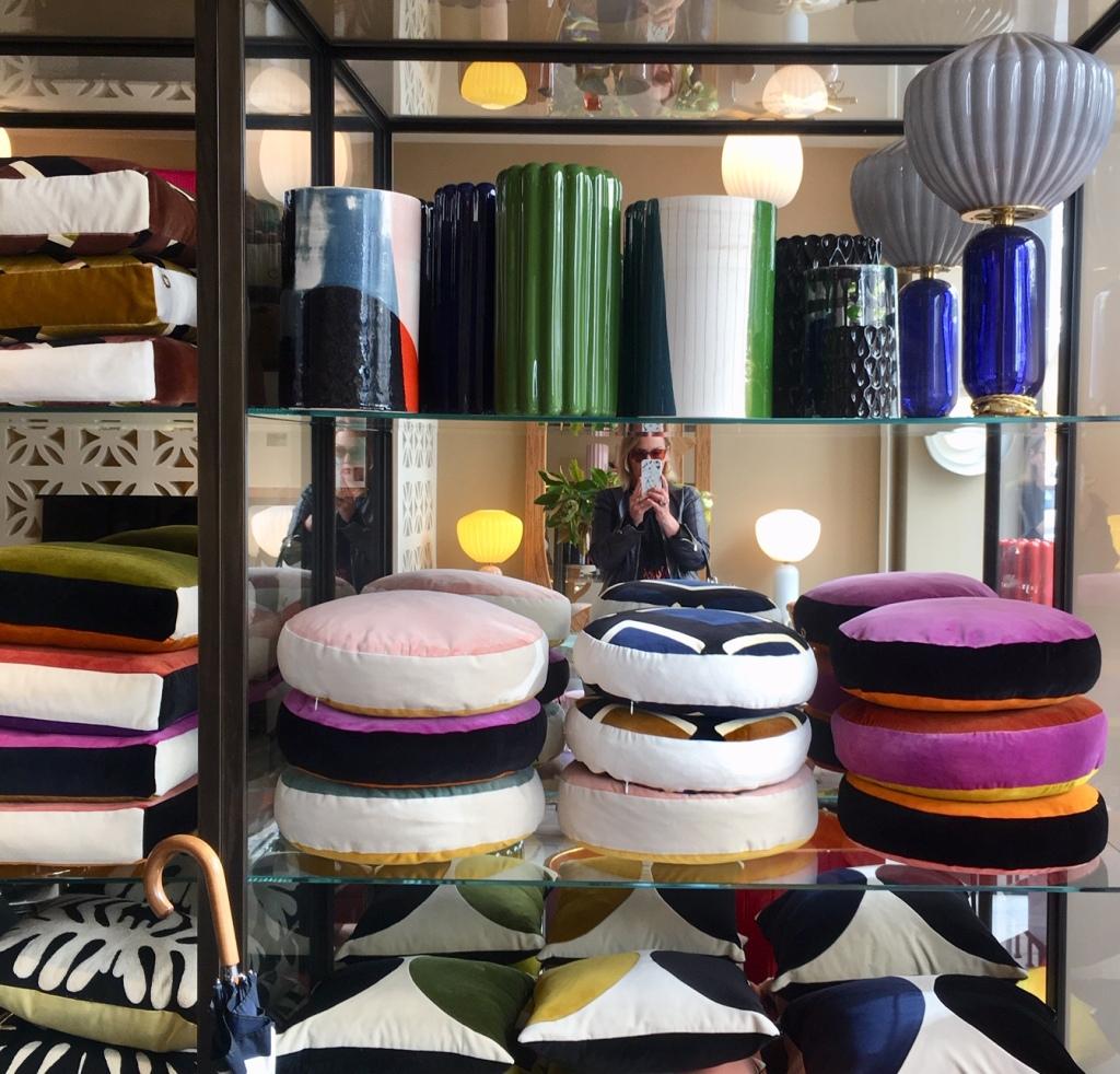 Liznylon_top_pick_at_India_Mahdavi_cushions_and_lights