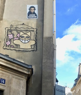 Liznylon_checks_out_Parisian_street_art