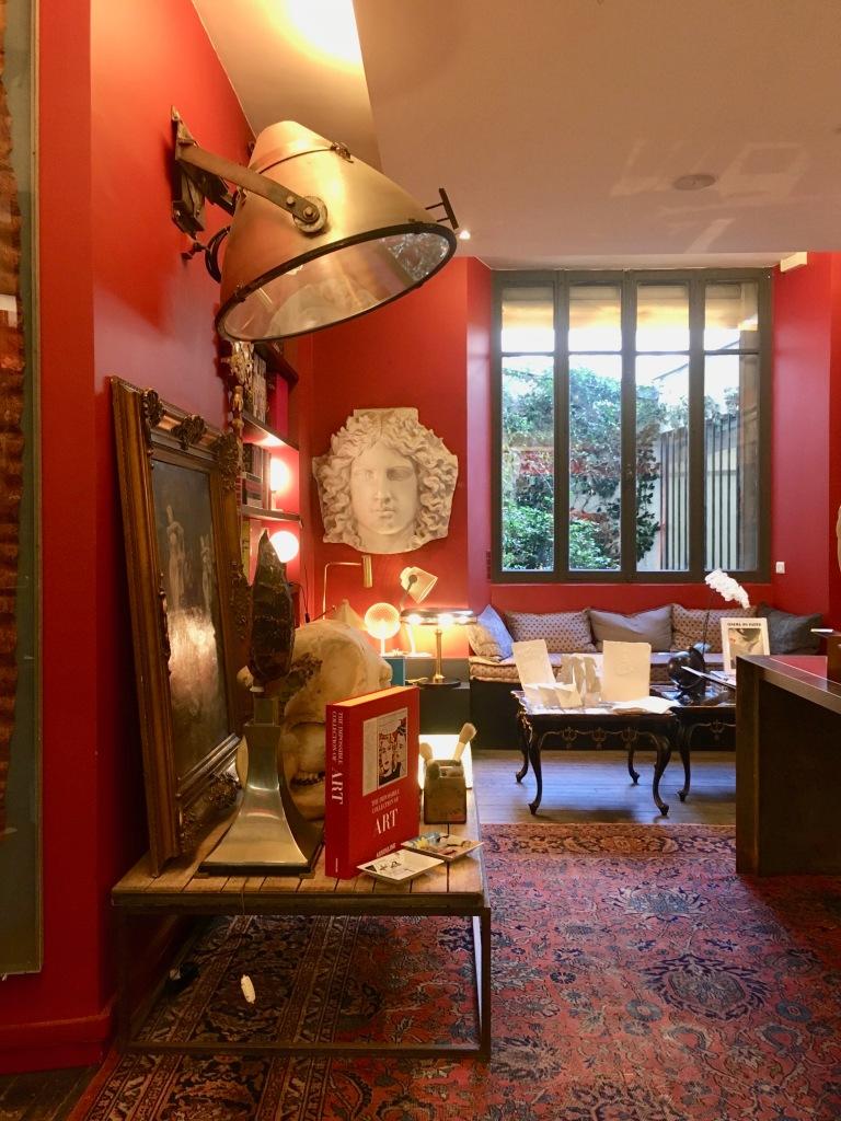 Liznylon_visits_Assouline_book_shop_paris