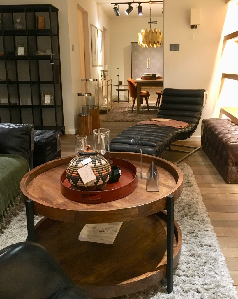 Liznylon_visits_Flamant_in_Paris_traditional_modern