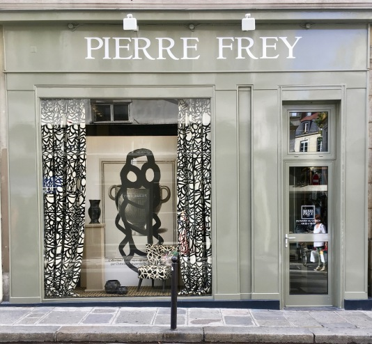 Liznylon_visits_Pierre_Frey_Paris